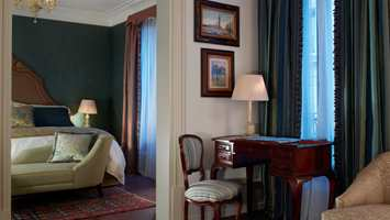 Sestriere Suiten har en enkel og rolig atmosfære. Rubelli har fått anledning til å vise sine tekstiler i en kontekst der de passer perfekt inn.