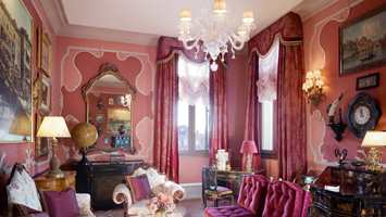 The Ruskin Patron Grand Canal Suite har et feminint uttrykk.