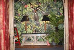 <b>PARIS 2016:</b> Standen til Michel Ferrand skilte seg ut som spesielt frodig og eksotisk på interiørmessen i Paris i 2016. På årets Heimtextil ville utstillingen vært en del av «normalen». (Foto: Bjørg Owren/ifi.no)