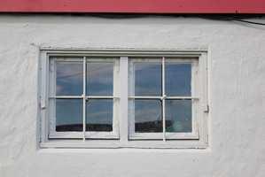 <b>VINDU:</b> Mal vinduet i grunnmuren i samme farge som muren, det gjør muren mest helhetlig.