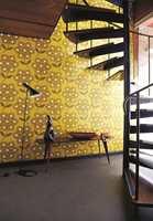 Tapethuset fører Harlequin. Her med tapet designet av Orla Kiely.