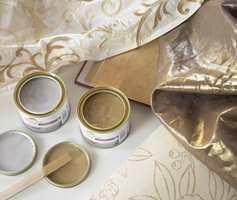 Metallic-inspirerte interiørstoffer som gardiner møbelstoffer og interiørtekstil er en het vårtrend.