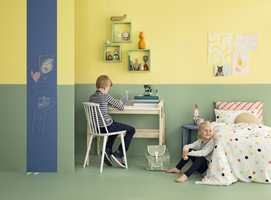 Det finnes mange andre farger enn blått og rosa som passer på barnerommet. Blant annet er det flere som drar fram grønt og gult som morsomme farger å prøve seg med.