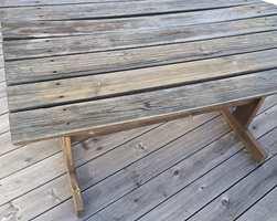 <b>VASKET:</b> Bordet er vasket, og klar for en runde med slipepad, for å fjerne fiberreisningen.