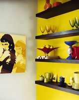 Vil du gjøre noe virkningsfullt med interiøret? Start med veggen! Mal en gul vegg og rommet fylles med energi. Denne veggen er fra Nordsjö.