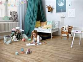 <b>VINYL:</b> Vinyl er et godt valg på barnerommet. Det tåler mye og demper trinnlyder. Her er Tarketts vinyl «Texstyle». (Foto: Tarkett)