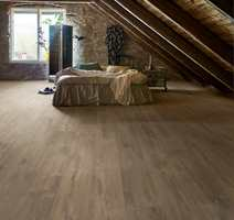 <b>RUSTIKK:</b> For deg som skal innrede i rustikk stil, så kan dette gulvet fra Pergo gjøre susen. Blant laminatgulvene finner du farge, overflate og mønster som matcher enhver stil.