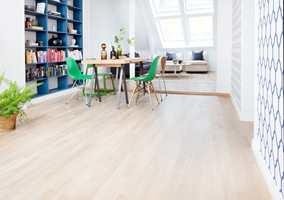 Med hardvoksoljet overflate får treverket et naturlig matt utseende og man opplever god kontakt med materialet.