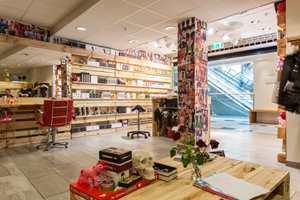 <b>FRIE TØYLER:</b> Inne i H2-salongen har de malt og montert all interiør. – Eieren ga oss frie tøyler. Det har vært et drømmeprosjekt, sier prosjektleder Lars Erik Saltrø.