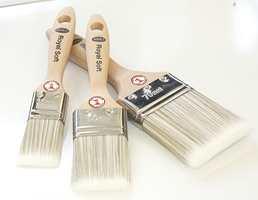 Til vanntynnbar maling bør en bruke pensler med syntetbust.