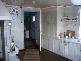 Og det gamle kjøkkenet. Ikke akkurat samme standard som i dag!