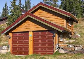 Fremheving av detaljer på garasjeanlegg ved bruk av forskjellige farger, men allikevel ganske tro mot naturens farger.