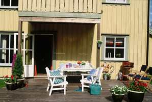 Terrassen etter vask og oljing.