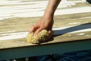 Vask treverket før du maler det.