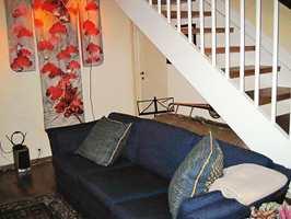 Før: sofaen dominerte rommet, som ble brukt som lager og gjennomgangsrom.