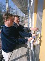 Når du skal leie inn hjelp for å pusse opp hjem eller hytte, lønner det seg å be en faglært håndverker, med mestermerke og medlemskap i bransjeorganisasjonen.