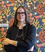 Designer Hanna Werning har latt seg inspirere av farger og natur i sin nye kolleksjon for Borås Tapeter, Wonderland.