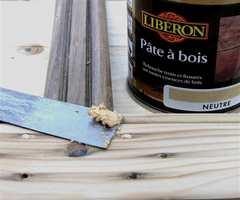 SOM PLASTELINA: Liberon Formtre kan være redningen hvis du får større slag eller hull i parketten.