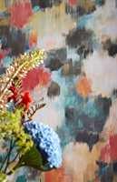 <b>BASIS:</b> Start gjerne jakten på farger med å finne et tapet du liker. Bruk fargene i tapetet som utgangspunkt for resten av paletten. Det er lettere å få blandet maling som passer til tapetet enn omvendt. Tapetet her fra Harlequin/Tapethuset. (Foto: Tapethuset)