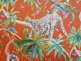 <b>PRIKKETE DYR:</b> Jungelmotivene er like aktuelle, og tas til nye høyder med skumle, prikkete dyr som lurer i buskene.
