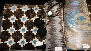 Blått kler mange farger. På Heimtextil bugnet det av fargerike tekstiler, her er blått i kombinasjon med brunt.