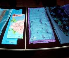 Nye produksjonsmetoder gjør at tekstilenes overflater varierer - fra de matte utgaver til de skinnende. Teknologien gjør at mange typer innfellinger er mulig.