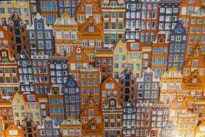 <b>TOKLANG:</b> Kombinasjonen blått og brente gulrøde toner klinger godt. Her på et tapet. (Foto: Bjørg Owren/ifi.no)