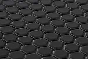 Små sekskanter kan brukes som dekorstriper eller -felter, eller over hele flater. Denne heksagonmosaikken kommer fra Höganäs.