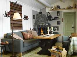 Snakk om forvandling! God atmosfære... Ny sofa og stol i fin kontrast til det gamle bordet i ny skrud.