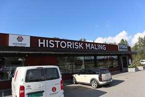 Historisk Maling AS ligger sentralt i Ørje, like ved veien mot Sverige.
