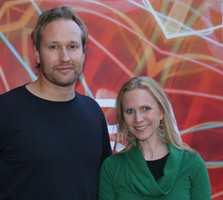 - Vi er godt fornøyd med å få Merket for god design 2009, sier tidligere daglig leder i Norway Says, Torbjørn Anderssen og Ingeborg Semb i Biri Tapet.