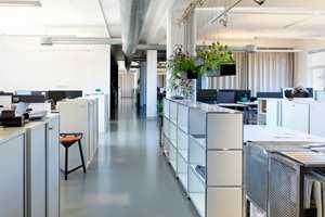 <b>ÅPENT:</b> I et åpent kontorlandskap, kan det fort bli mye støy som forstyrrer arbeidsroen. Da er det viktig med et gulv som bidrar til å redusere blant annet trinn- og trommelyder.