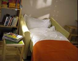 Stolen blir seng med et enkelt håndgrep.