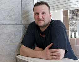 – Teglimitasjoner er det neste som kommer. Tegl er den store trenden som er på vei å slå an, sier Patrik Björklund i Höganäs.