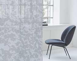 <b>TEKNISK FINESSE:</b> «Heat and Glare protection» er en serie tekniske tekstiler fra Creation Baumann. − De gir deg god kontroll på varme, lys og UV-stråling, sier Annette Bolme fra Intag.