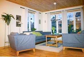 Tidligere var sofagruppen i stuen plassert ved vinduene.