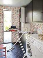 Med tapetet Home Passion blir vaskerommet et litt lystigere sted å oppholde seg.