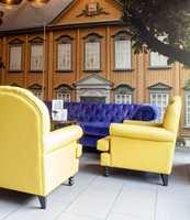 <b>GULT OG GLAD:</b> Gule stoler og gule vegger går igjen. Morten Lien fra MTG Malerservice tror gult setter gjester i godt humør. – Det blir i hvert fall jeg, sier han.