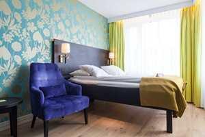 <b>LEVENDE VEGGER:</b> Alle rom på hotellet har tapet på en eller flere vegger. Det skaper en helt spesiell stemning.