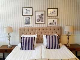<b>LUKSUSLIV:</b> Hotellene vet at sengegavl gir følelsen av luksus. De vet også at tapet og puter hører et hotellrom til.