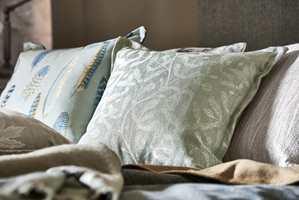 <b>MIKS OG MATCH:</b> Miks tekstiler i ulike farger, materialer og teksturer for å få et spennende interiør.