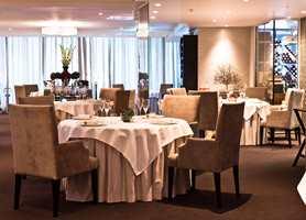 <b>A'L'AISE:</b> Noen restauranter byr opp til ekstra nytelse og behag med dempet lyd, slik som A'L'aise i Oslo. Vi skjønner at tekstiler, stoppede møbler og tepper på gulvet betyr mye for atmosfæren. Tekstilene er levert av Green Apple.