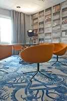 Sjøuhyret på teppegulvet er et uhøytidelig innslag i konferanseavdelingen. Her er enkelte vegger dekket av virkelighetstro fototapet.