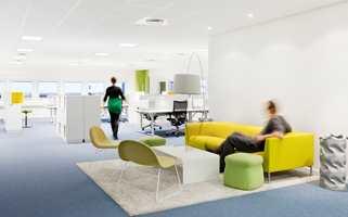 Å skape nye inspirerende lokaler som oppfordret til samarbeid, var målet for Zinc da de lagde innrednings- og konseptløsning i Uno-X Gruppens hovedkontor på Skøyen i Oslo. Før ombygging satt personalet i cellekontorer over seks etasjer. Nå arbeider de i kontorlandskaper.