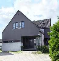 En gråfarge som er nøytral på kartet vil dra seg mot blått eller lilla på huset. Omgivelsene vil også påvirke fargen.