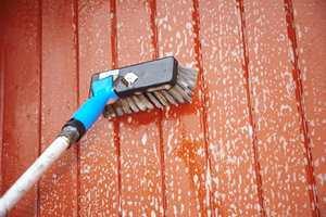 Vask grundig med rengjøringsmiddel beregnet til bruk før maling.