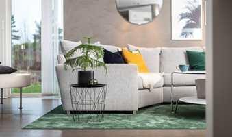 Et teppe som får plass til alle møblene, gir deg en mer eksklusiv stue.