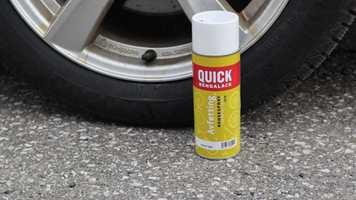 Det finnes en avfettingspray som virker på alt. Den heter Quick Bengalack Avfettingspray.