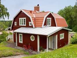 <b>MYE ARBEID: </b>Å male et helt hus kan virke som en enorm oppgave. (Foto: Beckers)