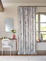 <b>FORDELER:</b> Det er mange fordeler med gardiner. Disse fra Harlequin/Tapethuset er lette å like.